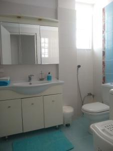 A bathroom at Kymi Bay House