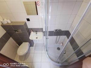 A bathroom at Sleep&Fly