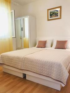 Postel nebo postele na pokoji v ubytování Apartmani Jadera
