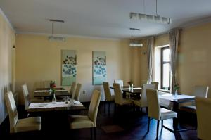 A restaurant or other place to eat at Penzion Haydnuv Dum
