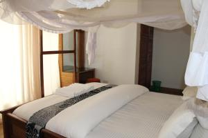 A bed or beds in a room at Villa Dahl Beach Resort