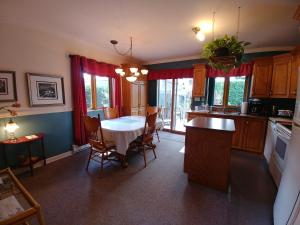 A kitchen or kitchenette at Apart 2 Bedroom 2 beds near metro -Parking Free
