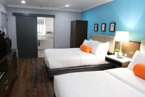 A bed or beds in a room at BLVD Hotel & Suites - Walking Distance to Hollywood Walk of Fame