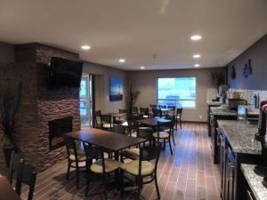 A restaurant or other place to eat at Western Star Inn & Suites Esterhazy