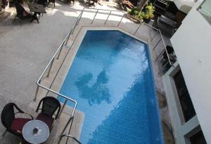 New Farah Hotelの敷地内または近くにあるプールの景色