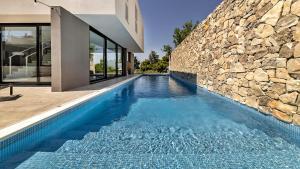 The swimming pool at or close to Villa Petra