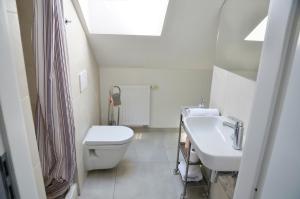 Een badkamer bij The Republic Garden