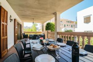 Ein Restaurant oder anderes Speiselokal in der Unterkunft Casa Joana