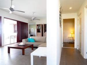 Uma área de estar em Boca Gentil Bayside apartment - Jan Thiel