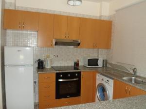 Кухня или кухненски бокс в Georgos Apartment