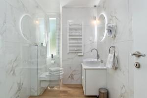 Ein Badezimmer in der Unterkunft InCenter Apartments Rijeka