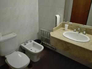 A bathroom at Parque Hotel Golf