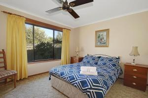 A bed or beds in a room at Barrah Haven