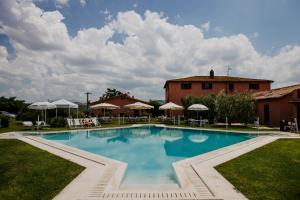 The swimming pool at or near Relais Santa Genoveffa