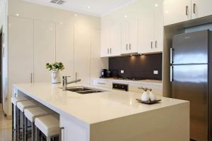 A kitchen or kitchenette at Marctime - Woodlands