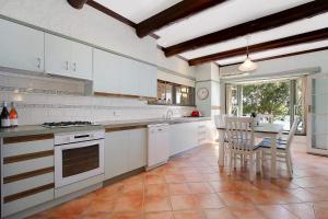 A kitchen or kitchenette at The Lake House Yarrawonga