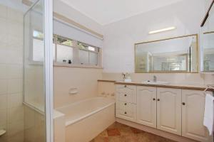 A bathroom at The Lake House Yarrawonga