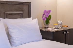 Ένα ή περισσότερα κρεβάτια σε δωμάτιο στο Hotel Antique