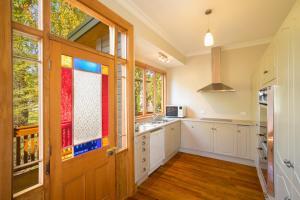 A kitchen or kitchenette at Mataura Lodge Athol
