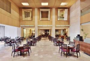 A restaurant or other place to eat at Courtyard by Marriott Chennai
