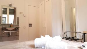 A bathroom at Hostal la Palmera