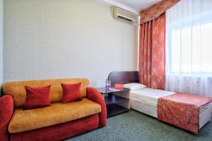 Гостиная зона в Азимут Отель Прометей Небуг