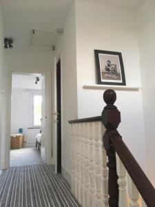 A bed or beds in a room at Palace Gates Road Apartment