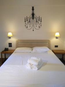 A bed or beds in a room at Harmony Luxury Rooms