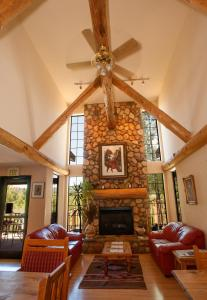 The lobby or reception area at Steamboat Mountain Lodge