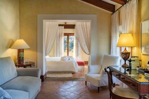 Łóżko lub łóżka w pokoju w obiekcie Hotel Valldemossa
