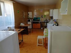 Кухня или мини-кухня в Guest House Cherniy Kot