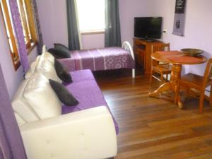 A seating area at Teretre Cabins Nimbin