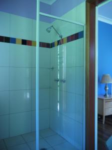 A bathroom at Teretre Cabins Nimbin