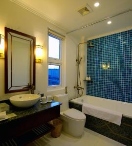 Ein Badezimmer in der Unterkunft Lantana Boutique Hoi An Hotel