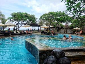 Het zwembad bij of vlak bij Grand Balisani Suites