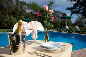 Piscina di La Rossola Resort & Natura o nelle vicinanze