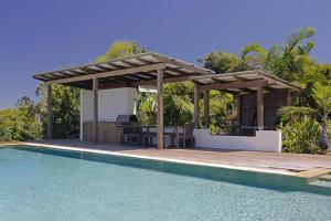 The swimming pool at or near Kamala Holiday House Byron Bay