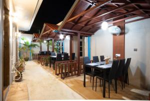 A restaurant or other place to eat at Ukulhas Beach Inn