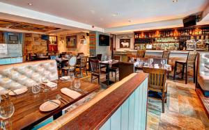 A restaurant or other place to eat at Ardgowan Hotel