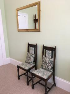 A seating area at The Snowdon House