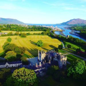A bird's-eye view of Narrow Water Castle Self Catering Accommodation