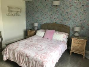 A bed or beds in a room at Holden House