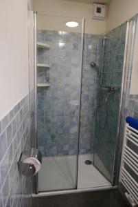 Ein Badezimmer in der Unterkunft Alte Weberei Ahrenshoop - Ort der Erholung