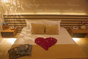 Cama o camas de una habitación en Dco Suites Lounge & Spa
