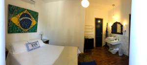 A bed or beds in a room at Pousada Vila Brasil