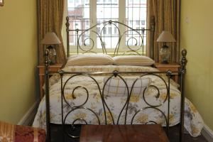 A bed or beds in a room at Bay Tree House Bed & Breakfast