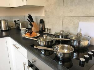 A kitchen or kitchenette at Great City Centre Spacious Apartment Equiped for Business or Family Travel