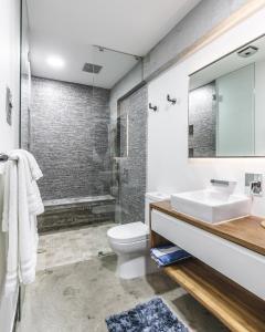 A bathroom at Lofts On Basilio