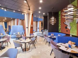 A restaurant or other place to eat at Novotel Moscow Centre