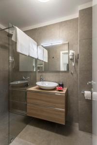 A bathroom at 2NIGHTSTUDIOS